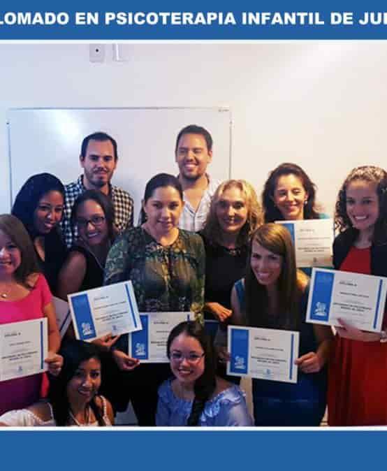 Entrega de reconocimientos de título de grado, diplomados y cursos